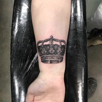 Low Bar Ink_Black and Grey Realism Crown