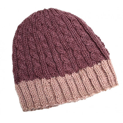 Cable knit beanie in mauve/lilac