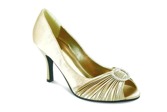 Diamonte mid heel shoes cream