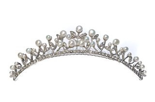 Freshwater pearl tiara comb