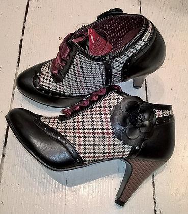 Black check shoe boots