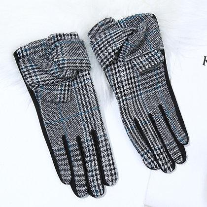 Check gloves in grey
