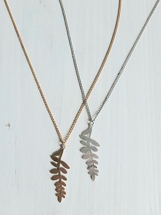 Leaf frond necklace in silver