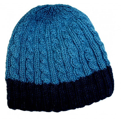 Cable knit beanie in blue/navy