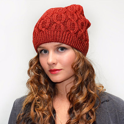Cable knit beanie in rust