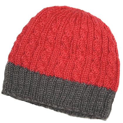 Knit beanie in red and taupe