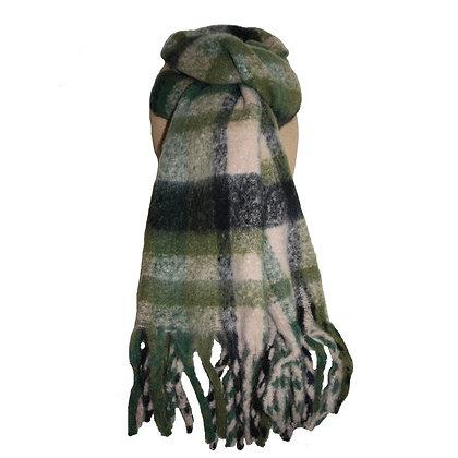 Cosy tartan scarf in olive green