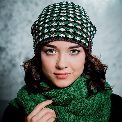 Pattern knit beanie in green