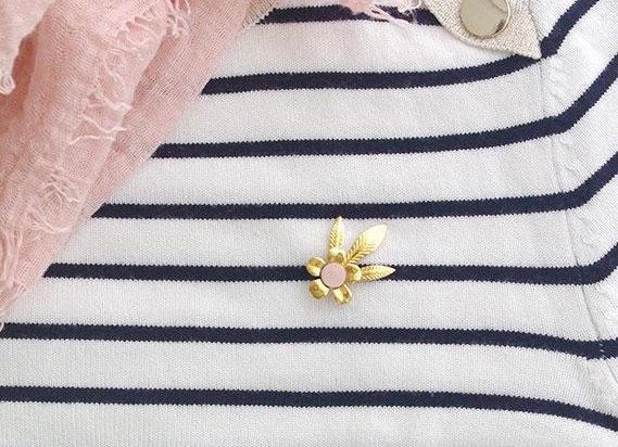 Pin's fleur - L'indiscrête