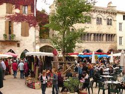 saint-antonin-noble-val-market-maison-romane
