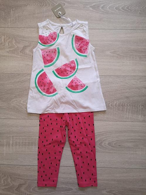 T'shirt branca com leggings rosa