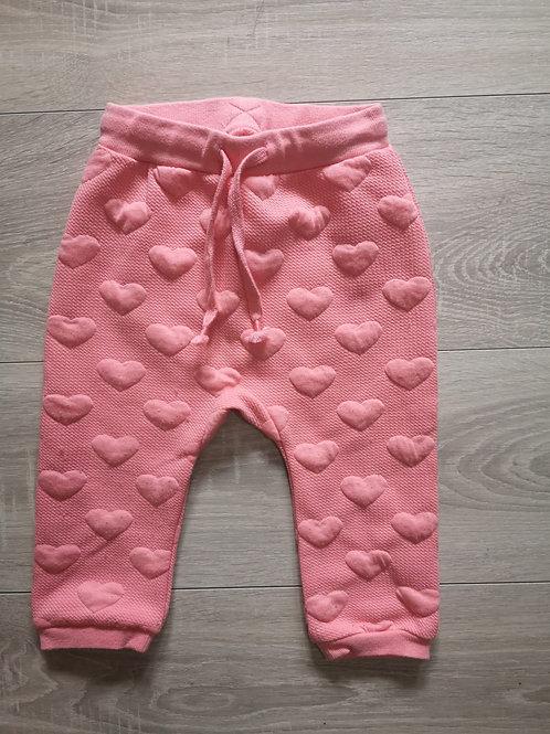 Calça rosa com corações