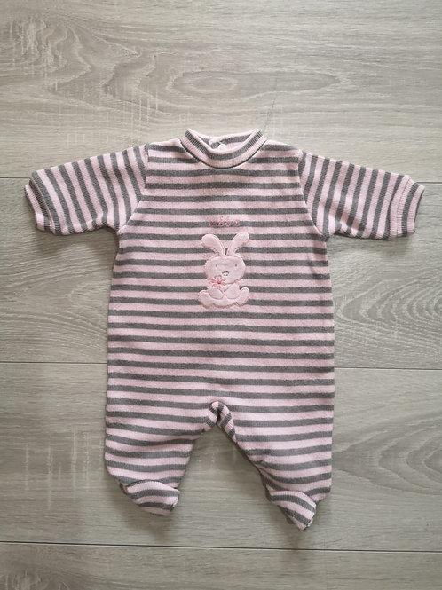 Body cinza e rosa com coelho