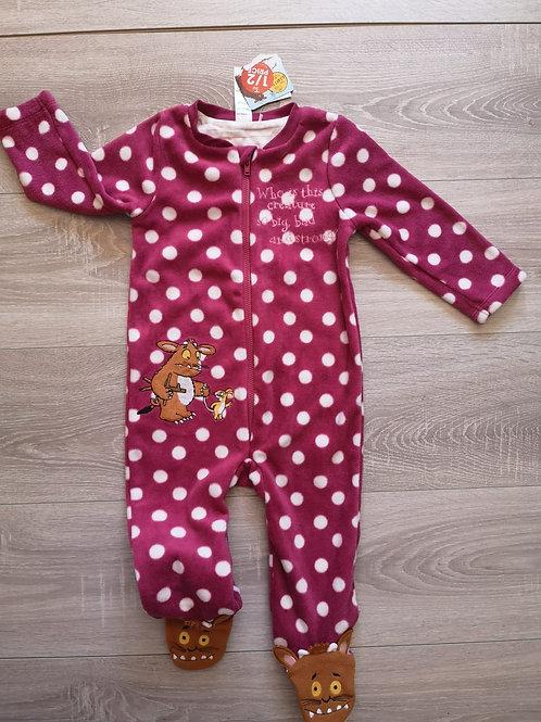 Pijama rosa com bolas brancas