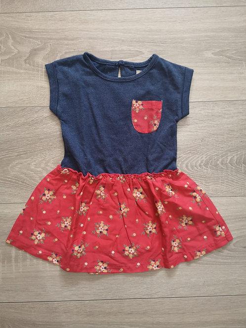 Vestido azul com saia vermelha