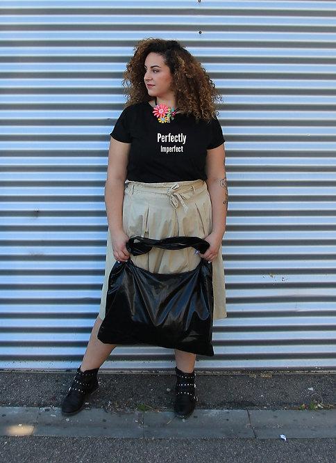 חולצה  שחורה מעוצבת בהדפס  Perfectly Imperfect