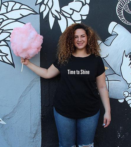 חולצה  שחורה מעוצבת בהדפס Time to Shine