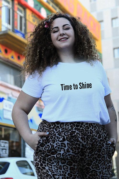 חולצת טי לבנה מעוצבת בהדפס  Time to shine