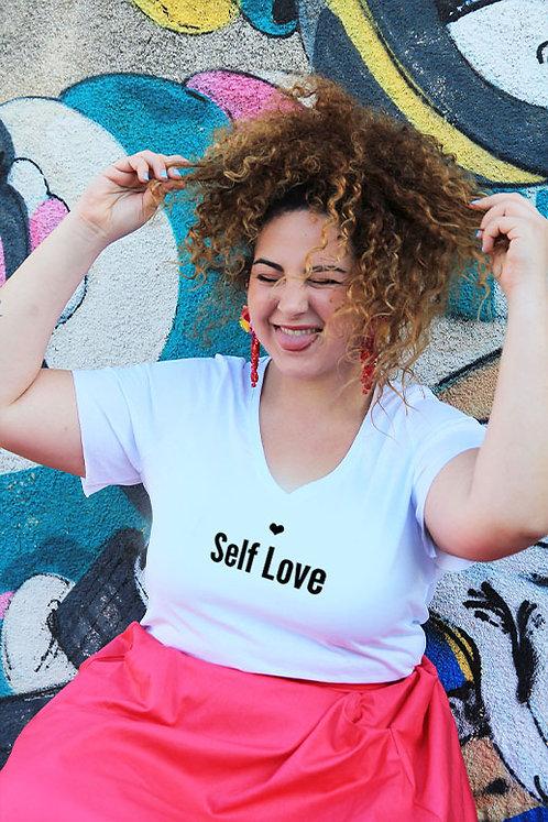 חולצת וי לבנה מעוצבת בהדפס  Self Love