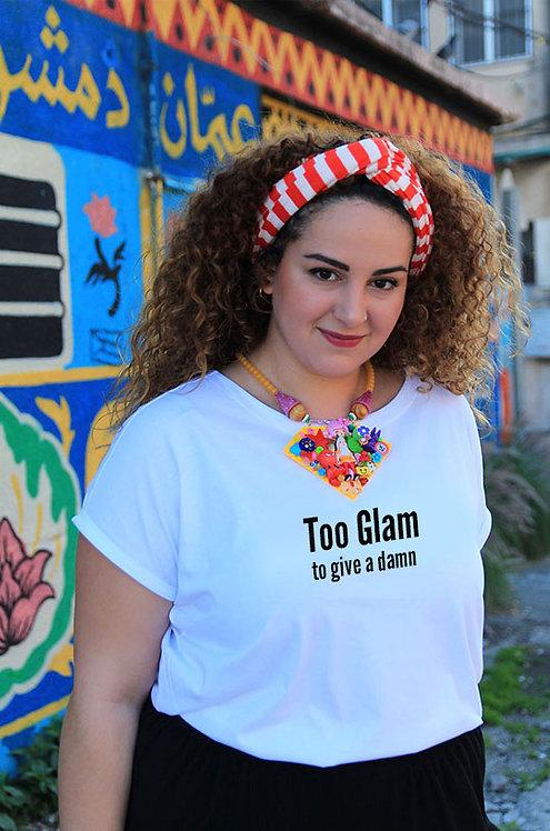 חולצה  לבנה מעוצבת בהדפס  Too glam to give a damn