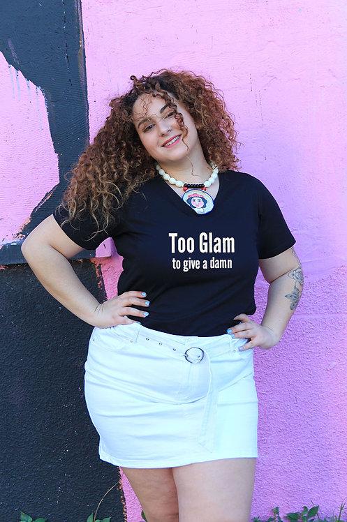 חולצת וי שחורה מעוצבת בהדפס  Too glam to give a damn