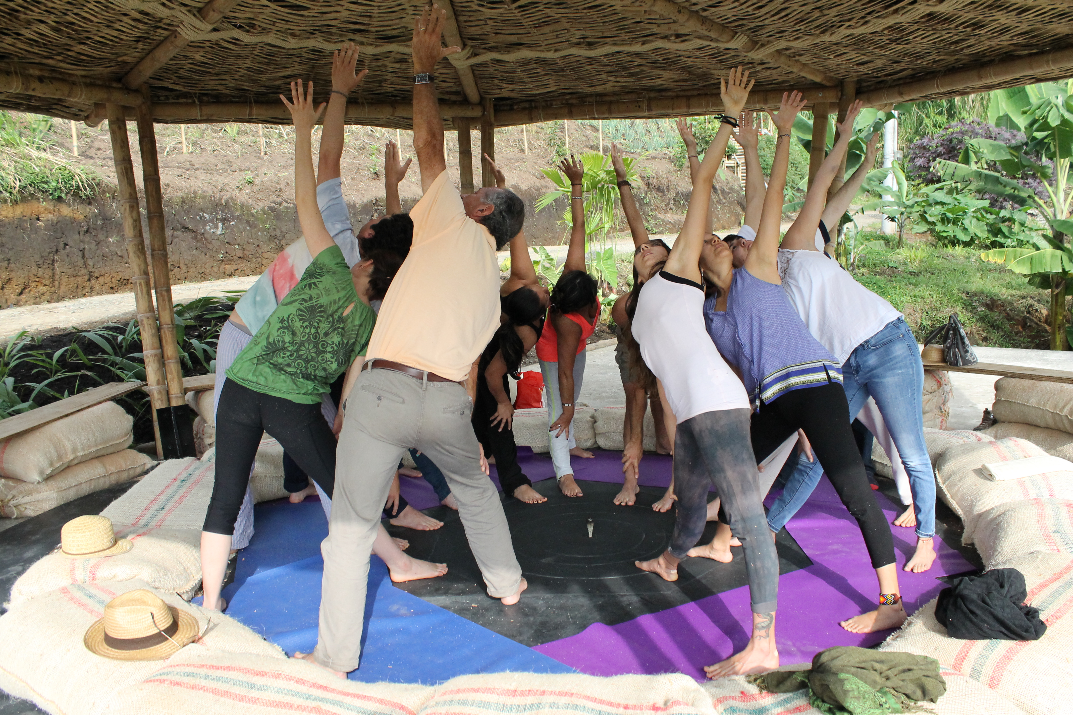HACIENDO ECO- yoga