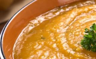 מרק כתום עם עדשים אדומות וחלב קוקוס
