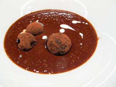 מרק שוקולד מונטזומה עם טראפלס שוקולד צ'ילי