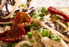 אטריות אורז ברוטב שמנת