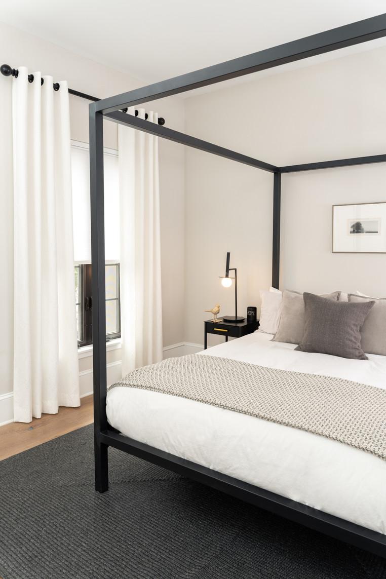 Philadelphia, PA: Minimalistic Chic Bedrooms & Open Concept Kitchen