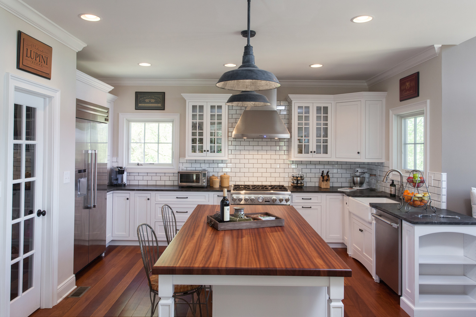 Crosswicks, NJ: Farmhouse Kitchen