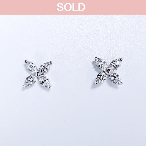 18金WG きれいめお花ピアス マーキースダイヤモンド