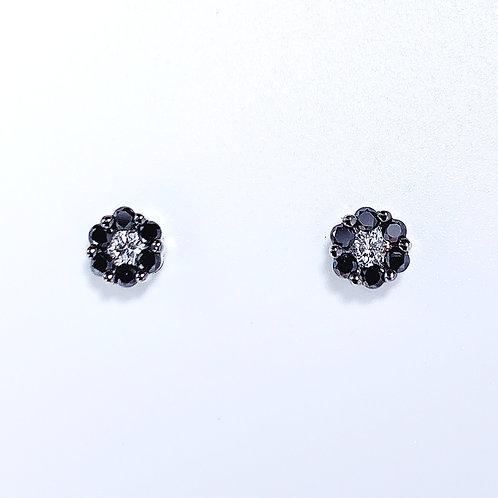 【プチ】18金WG お花スタッズ ダイヤモンド ピアス ブラック&ホワイト スモール