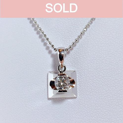 18金WG 1粒ダイヤモンド(0.39カラット) スクエアチャーム