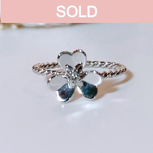 【プチ】18金WG お花リング ダイヤモンド