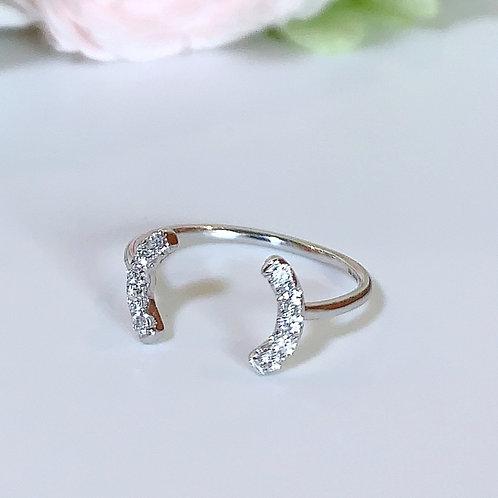 【プチ】18金WG ビトイーンリング カーヴ ダイヤモンド