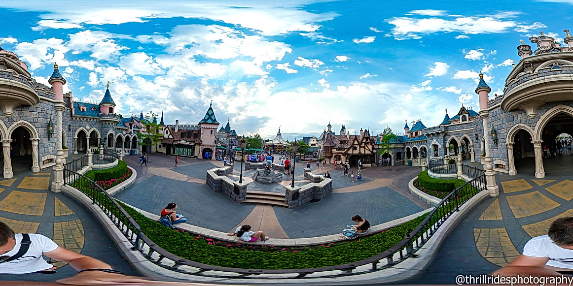 Disneyland Paris Sleeping beauty castle 360