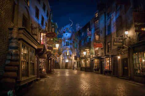 04_Diagon Alley at Night.jpg