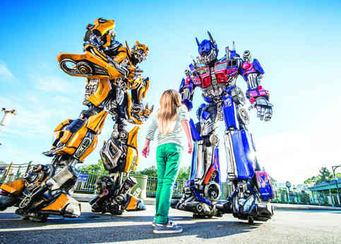 17_Optimus Prime and Bumblebee Meet-and-