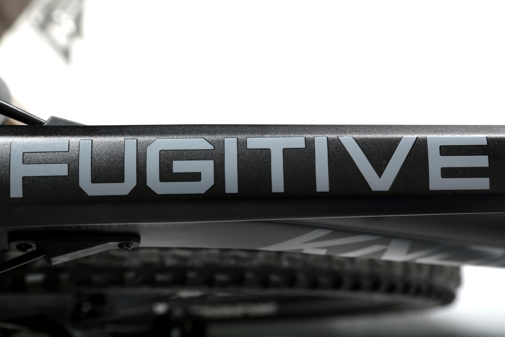 Fugitive Ano Black TT View 2020-02-11.jp