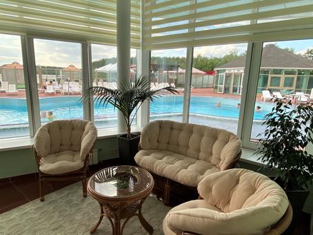 Lounge-зона у открытого бассейна