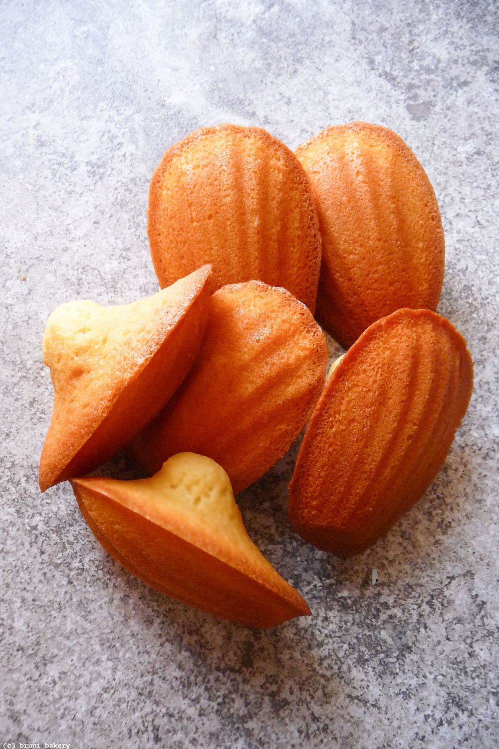 How to bake the perfect Madeleines and classic Madeleine recipe.
