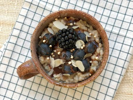 Petit encas porridge aux fruits bleus