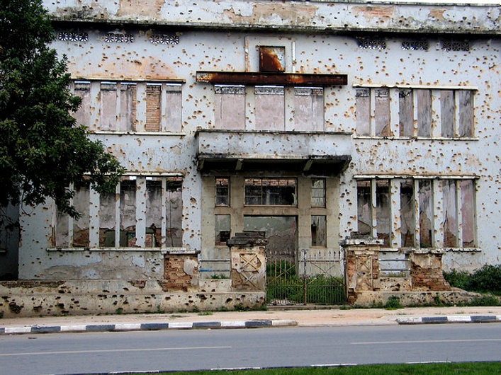 Building_with_Bullet-holes_in_Huambo,_An