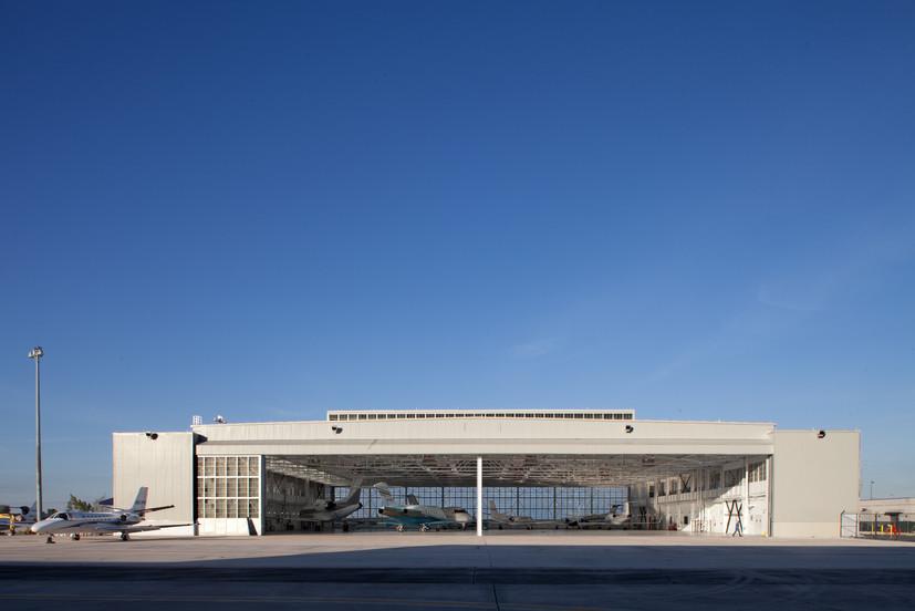Opa Locka Hangar photo by Robin Hill (c)