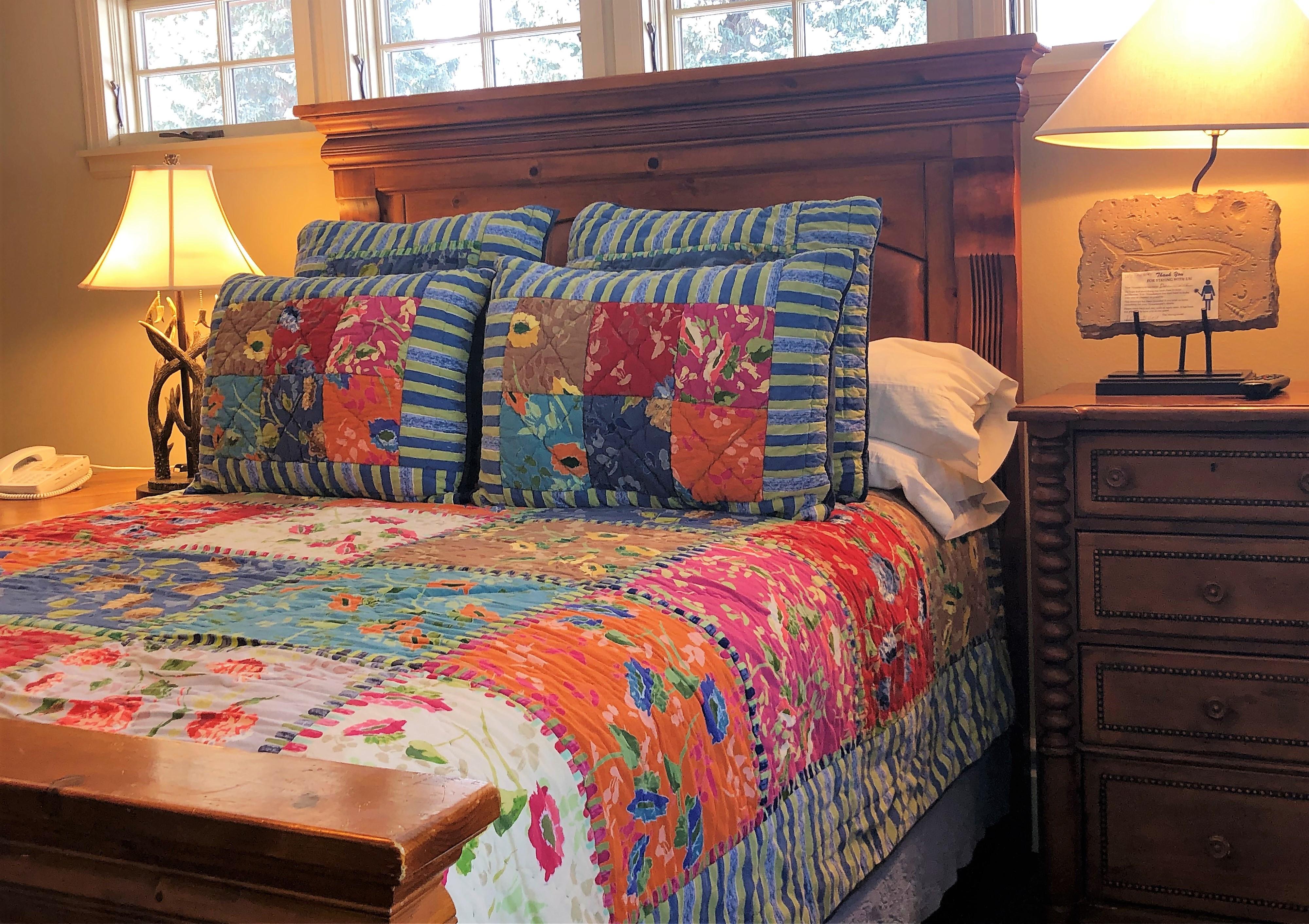 Standard Room: Queen Bed