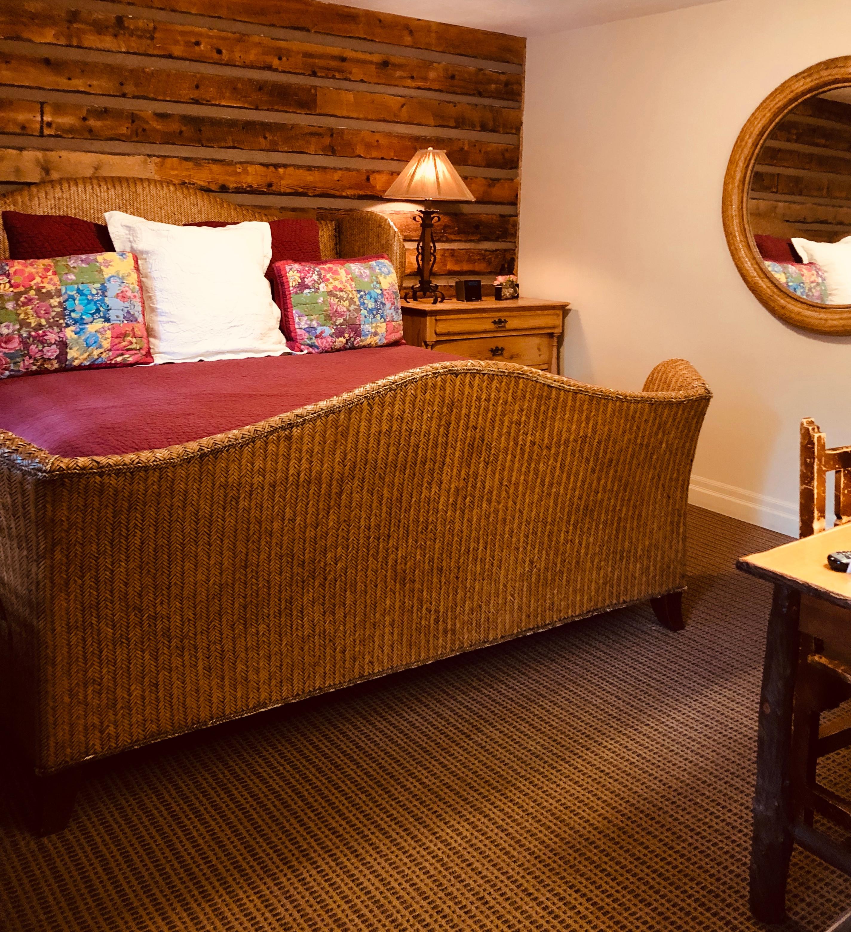 Deluxe Room: Full or Queen Bed