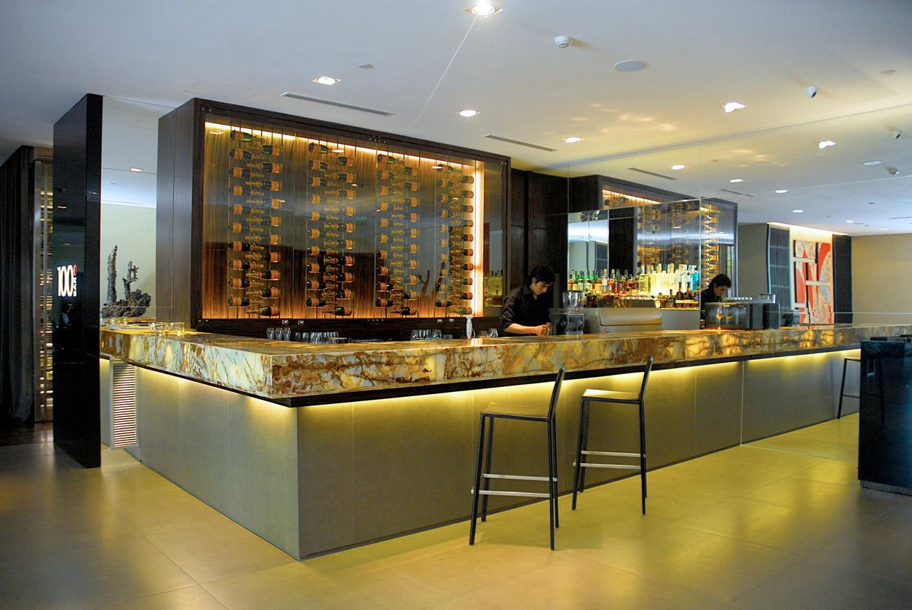 decoracao-bar-balcao-iluminado-anastassiadis-98867-proportional-height_cover_medium