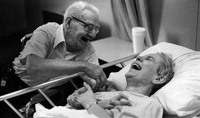 idosos rindo.jpg