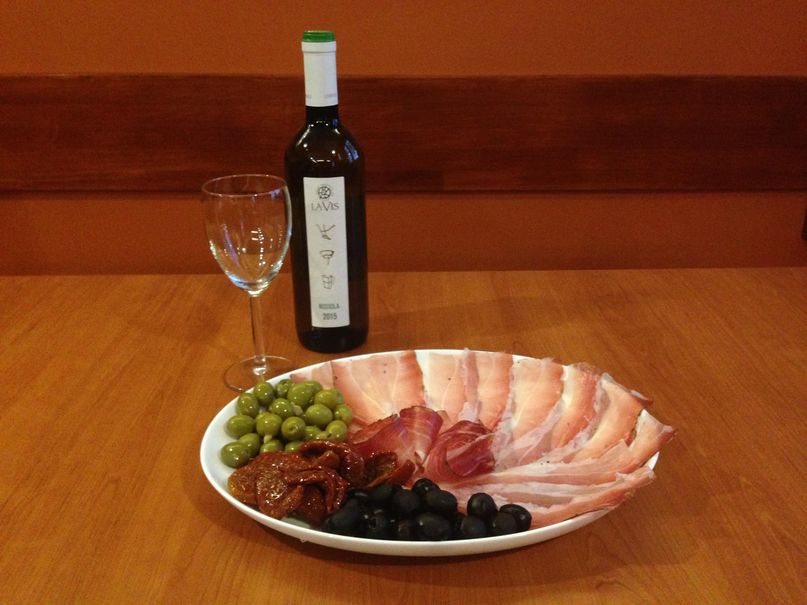 Dobroty k vínu